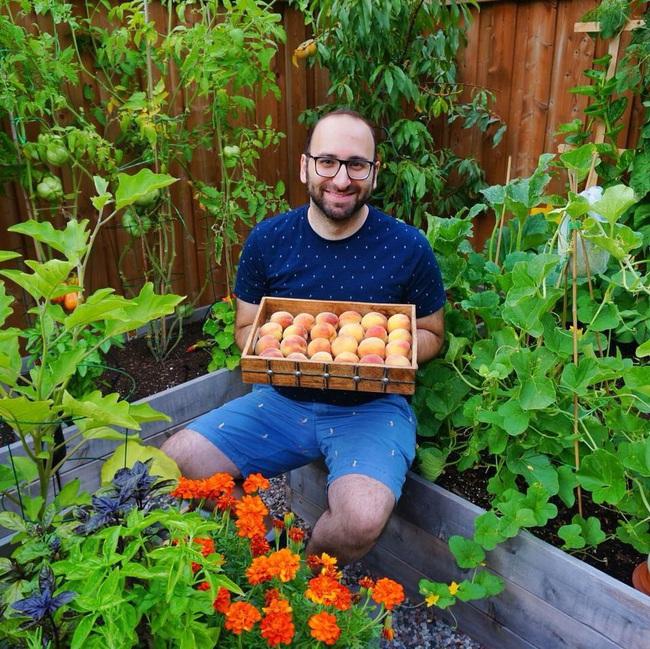 Căng thẳng với công việc, chàng trai trẻ làm vườn để thư giãn mỗi khi về nhà - Ảnh 2.