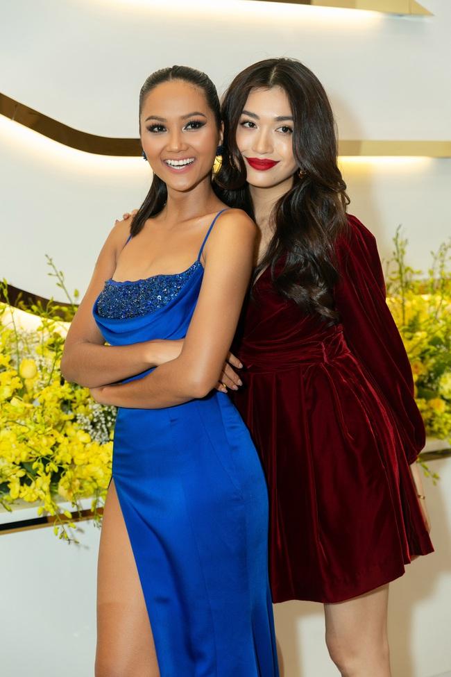 Ngỡ ngàng trước màn đọ sắc của dàn Hoa hậu Hoàn vũ 2 mùa: H'Hen Niê đẹp đẳng cấp bên cạnh tân Hoa hậu Khánh Vân - Ảnh 5.