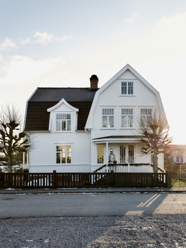 Ngôi nhà đúng chất Noel với trang trí chỉn chu từ trong ra ngoài - Ảnh 13.