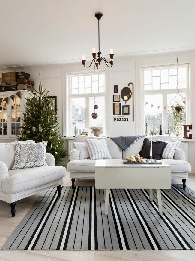 Ngôi nhà đúng chất Noel với trang trí chỉn chu từ trong ra ngoài - Ảnh 3.