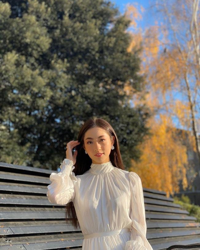 Ngay cả khi không diện đầm lộng lẫy, Lương Thùy Linh vẫn ghi điểm tuyệt đối với street style sang xịn, không lọt top 12 mới là lạ - Ảnh 2.
