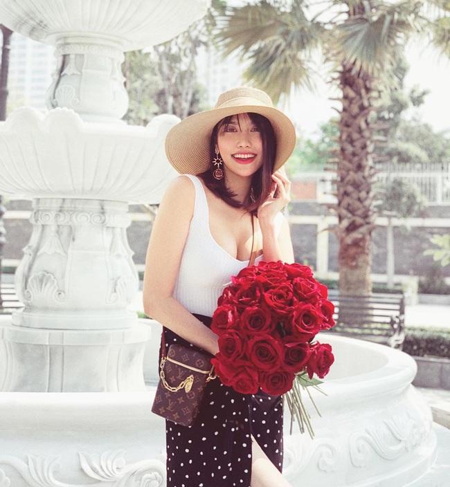 Có mẹ bỉm sữa nào được như Lan Khuê: Khi bầu bí thì thon gọn như không có gì, vừa sinh xong được vài ngày đã diện vừa in váy áo cũ - Ảnh 1.