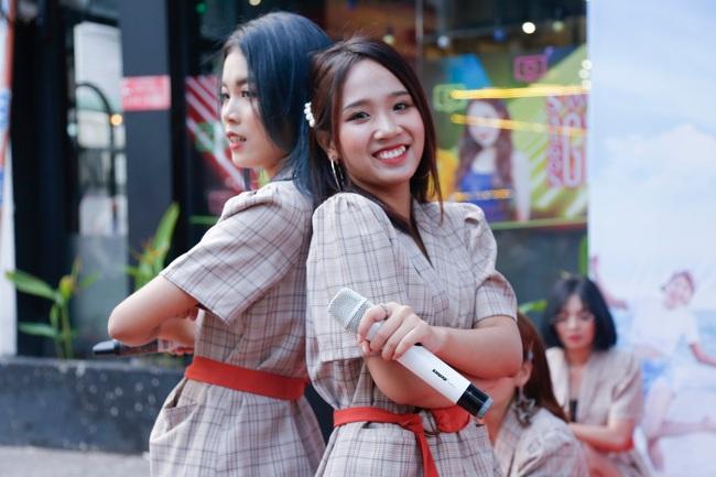 """""""MC quốc dân"""" Quyền Linh làm cha đỡ đầu nhóm nhạc nữ 10 thành viên - Ảnh 8."""