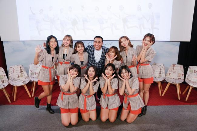 """""""MC quốc dân"""" Quyền Linh làm cha đỡ đầu nhóm nhạc nữ 10 thành viên - Ảnh 5."""
