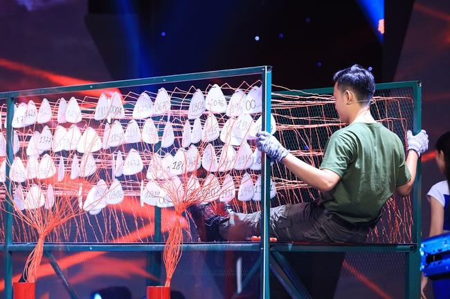 """""""Siêu trí tuệ"""": Anh trai Khánh Thi khiến Trấn Thành """"gục ngã"""" với khả năng nghe giai điệu đoán trúng phóc giới tính người chơi - Ảnh 9."""