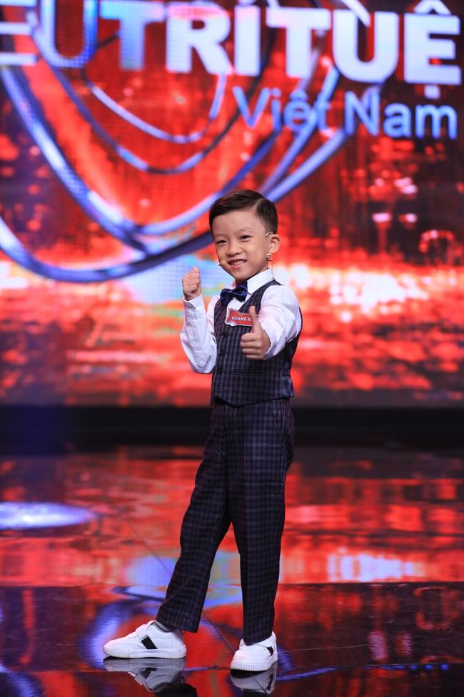 """""""Siêu trí tuệ"""": Anh trai Khánh Thi khiến Trấn Thành """"gục ngã"""" với khả năng nghe giai điệu đoán trúng phóc giới tính người chơi - Ảnh 11."""