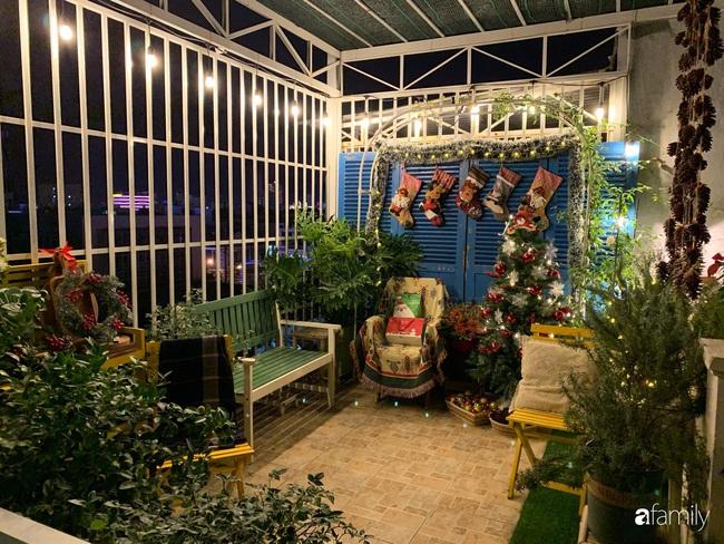 Sân thượng sắc màu rực rỡ đẹp cuốn hút đón Noel của mẹ đảm ở Nha Trang - Ảnh 1.