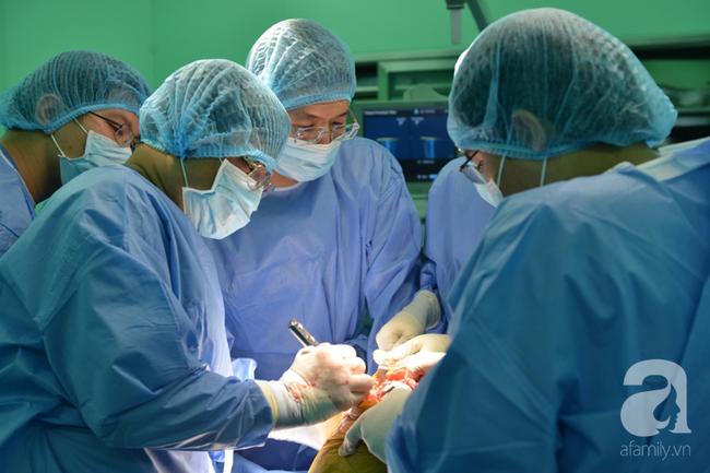 """Tiêm tế bào gốc cứu người phụ nữ bị căn bệnh """"hiểm"""" gây nguy cơ tàn tật hành hạ mỗi sáng thức dậy - Ảnh 2."""