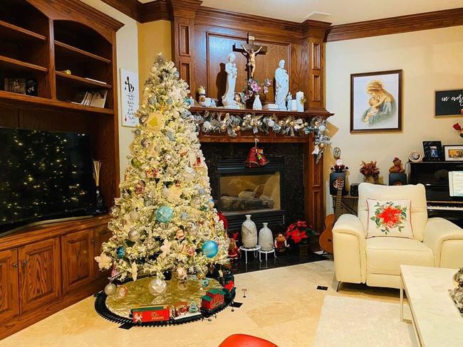 Biệt thự khủng lung linh mùa Giáng sinh của gia đình ca sĩ Hồng Ngọc - Ảnh 5.