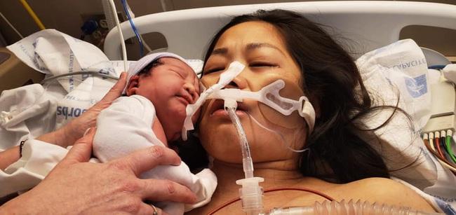 Mẹ Việt kể chuyện suýt chết khi sinh con, bệnh viện huy động 15 bác sĩ cấp cứu vì mất 80% máu trong cơ thể - Ảnh 1.