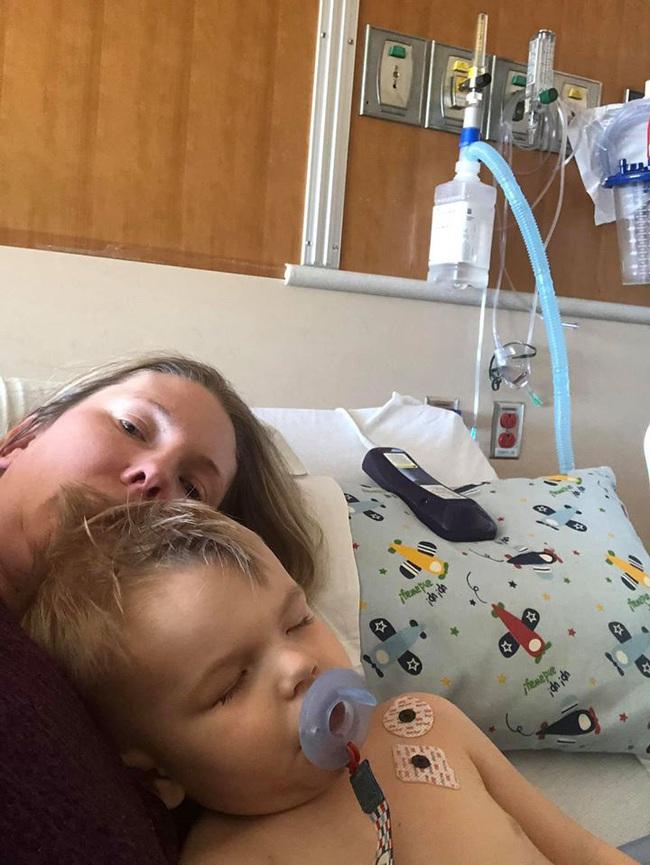 Bà mẹ lên tiếng cảnh báo khi con trai phải phẫu thuật 2 lần để gắp bỏng ngô sau khi bị nghẹn - Ảnh 3.