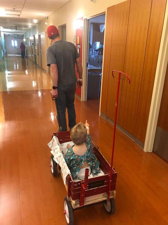 Bà mẹ lên tiếng cảnh báo khi con trai phải phẫu thuật 2 lần để gắp bỏng ngô sau khi bị nghẹn - Ảnh 4.