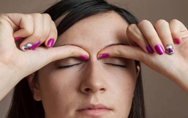 Tay mỏi mắt mờ lưng đau chớ lo, những bài tập vận động dưới đây sẽ giúp chị em công sở cải thiện sức khoẻ! - Ảnh 5.