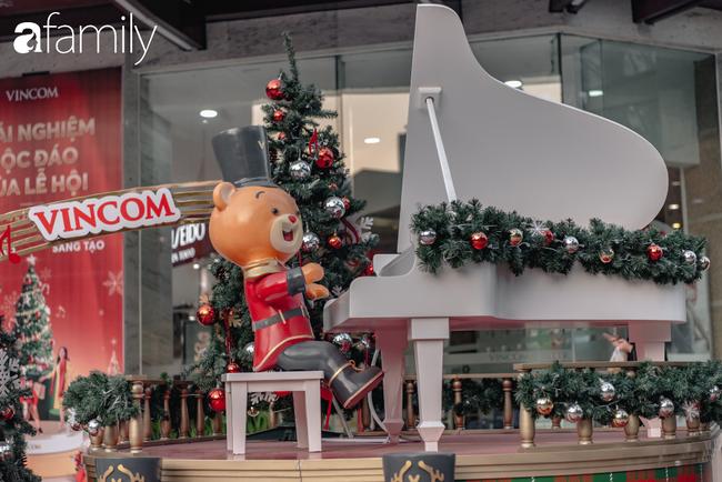 """Noel 2019 cận kề, loạt địa chỉ trang trí hoành tráng như nhà thờ Lớn, trung tâm thương mại sẽ là gợi ý """"sống ảo"""" cực xịn cho hội chị em Hà Nội - Ảnh 18."""
