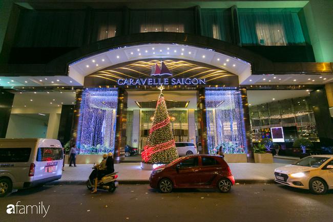 """Đây chính là những cây thông đẹp nhất, """"sống ảo"""" chất nhất mùa Noel năm nay ở Sài Gòn, đặc biệt gia đình nào cũng đang ùn ùn kéo tới! - Ảnh 12."""