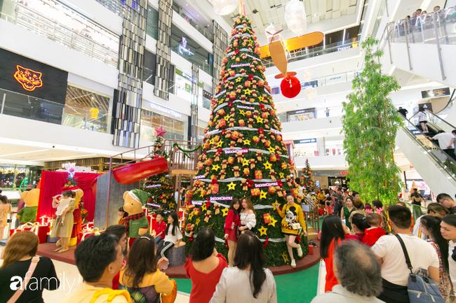 """Đây chính là những cây thông đẹp nhất, """"sống ảo"""" chất nhất mùa Noel năm nay ở Sài Gòn, đặc biệt gia đình nào cũng đang ùn ùn kéo tới! - Ảnh 17."""