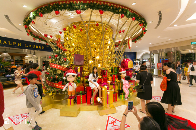 """Đây chính là những cây thông đẹp nhất, """"sống ảo"""" chất nhất mùa Noel năm nay ở Sài Gòn, đặc biệt gia đình nào cũng đang ùn ùn kéo tới! - Ảnh 15."""