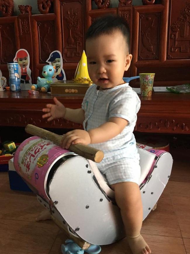 Đừng vội vứt bỏ hộp sữa đi, mẹ có thể biến nó thành ngựa bập bênh, cầu trượt cho con chơi đấy - Ảnh 7.
