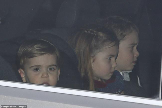 Gia đình Công nương Kate hiếm hoi xuất hiện đông đủ, hình ảnh mới nhất của Hoàng tử út Lousi khiến ai cũng giật mình xuýt xoa - Ảnh 6.
