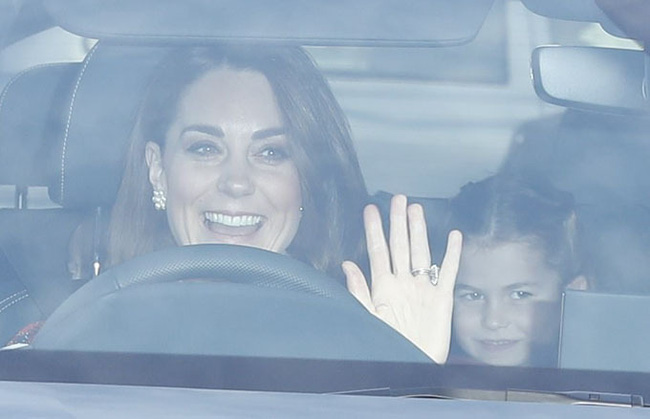 Gia đình Công nương Kate hiếm hoi xuất hiện đông đủ, hình ảnh mới nhất của Hoàng tử út Lousi khiến ai cũng giật mình xuýt xoa - Ảnh 1.