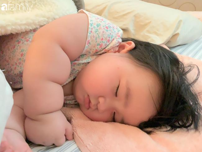 Cô bé 1 tuổi nặng nặng 16kg, người tròn ủm như chú lật đật khiến ai nấy đều ao ước sinh được 1 cô con gái - Ảnh 7.