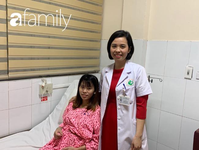 Em bé đầu tiên được can thiệp chữa bệnh trong bào thai ra đời thành công trong niềm vui gia đình - Ảnh 3.