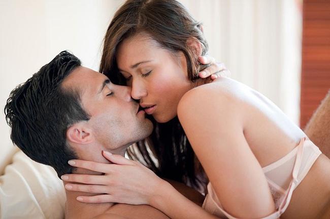 """Khi """"yêu"""", người đàn ông không nên chạm vào 4 bộ phận bẩn nhất của phụ nữ để tránh mắc bệnh cực nguy hiểm - Ảnh 1."""