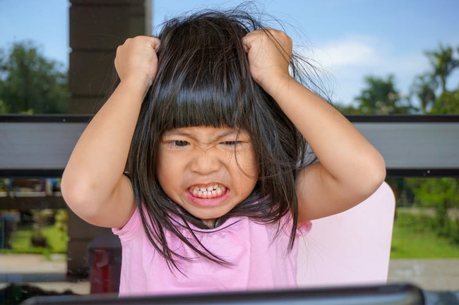 Nếu con có những dấu hiệu đáng ngờ này, bố mẹ đưa ngay đến bác sĩ bởi có thể con đã mắc chứng rối loạn tăng động giảm chú ý - Ảnh 1.