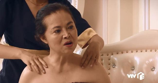 """""""Sinh tử"""" tập 20: Cô Hạnh hiền lành của """"Về nhà đi con"""" giờ lại hở hang táo bạo đến bất ngờ  - Ảnh 2."""