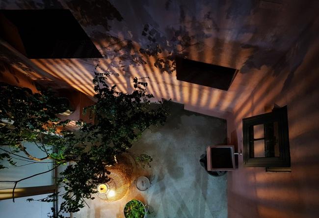 Vườn rau 7 bậc thang xanh tươi trên mái nhà của vợ chồng trung niên được các con xây tặng ở Quảng Ngãi - Ảnh 6.