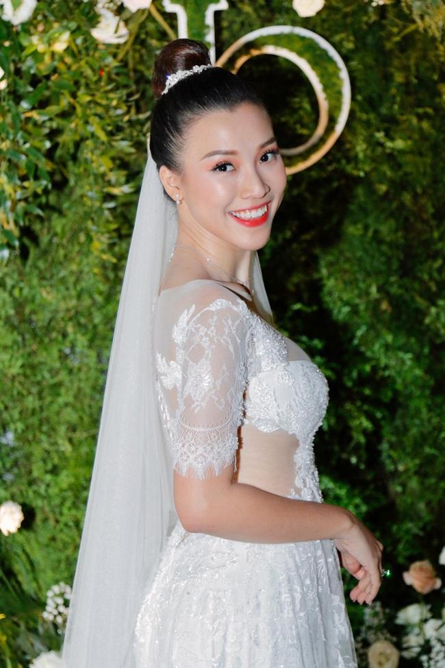Vừa cưới chồng chưa đầy 1 ngày, Á hậu Hoàng Oanh đã lộ chi tiết cho thấy đang mang thai? - Ảnh 4.