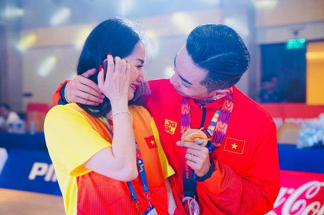 Khánh Thi oà khóc trong vòng tay chồng khi Phan Hiển đoạt HCV Seagames, chứng minh điều ngược lại những lời dị nghị trong quá khứ - Ảnh 5.