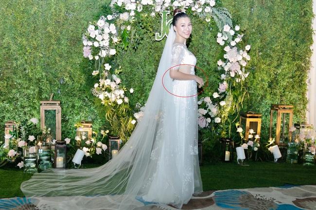 Vừa cưới chồng chưa đầy 1 ngày, Á hậu Hoàng Oanh đã lộ chi tiết cho thấy đang mang thai? - Ảnh 3.