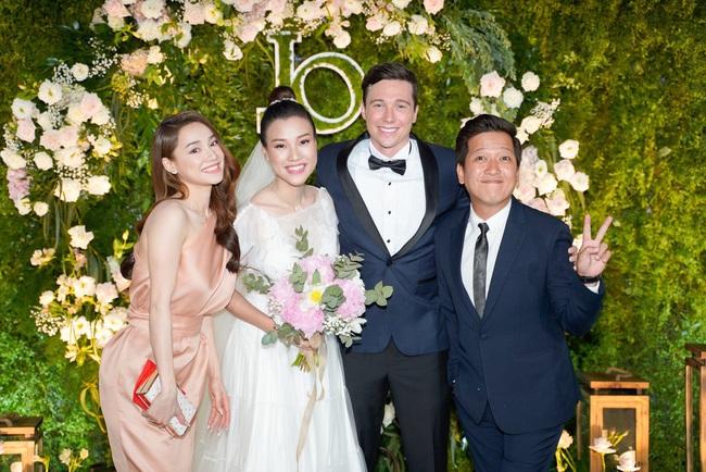 """Vì một hành động trong đám cưới Hoàng Oanh, Trường Giang được khen ngợi là """"ông chồng chiều vợ nhất showbiz Việt"""" - Ảnh 4."""