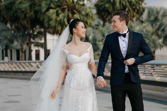 Vừa cưới chồng chưa đầy 1 ngày, Á hậu Hoàng Oanh đã lộ chi tiết cho thấy đang mang thai? - Ảnh 2.
