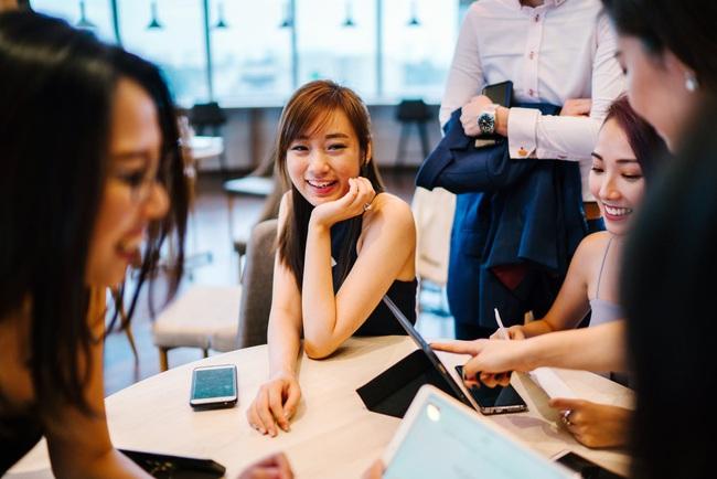 5 nguyên tắc phải nhớ khi nói xấu đồng nghiệp để chị em công sở vẫn tự hào mình không sống lỗi! - Ảnh 4.