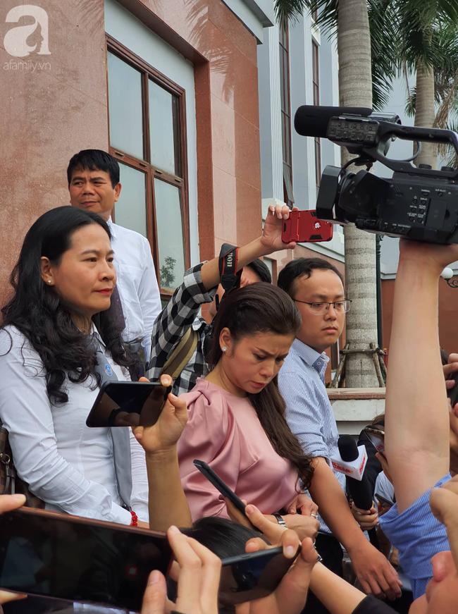 """Bà Lê Hoàng Diệp Thảo nói tại toà: """"5 mẹ con tôi đều mong có cơ hội đoàn tụ, chăm sóc sức khoẻ cho chồng"""" - Ảnh 1."""