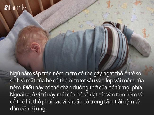Lan Khuê thoải mái khoe con trai ngủ dáng khó, nhưng các mẹ có biết đây là tư thế nằm vô cùng nguy hiểm ở trẻ sơ sinh - Ảnh 3.