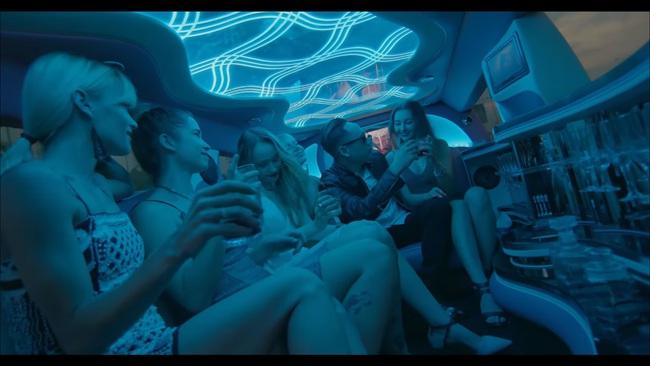 Bài hát mới ra của Duy Mạnh gây tranh cãi vì tái hiện và nhắc đến việc sử dụng ma túy - Ảnh 2.