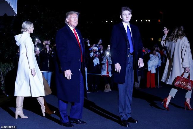 Barron Trump đốn tim hàng ngàn người hâm mộ, tỏa sáng như một ngôi sao, lu mờ cả nữ thần Nhà trắng Ivanka - Ảnh 2.