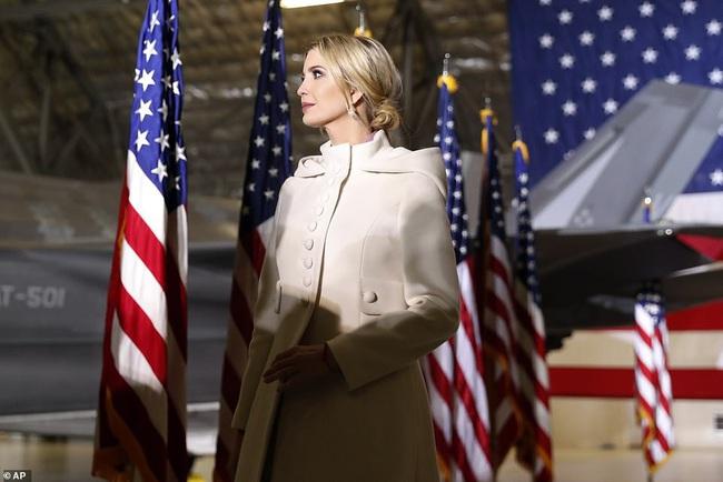 Barron Trump đốn tim hàng ngàn người hâm mộ, tỏa sáng như một ngôi sao, lu mờ cả nữ thần Nhà trắng Ivanka - Ảnh 5.