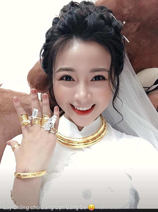 Vợ Phan Văn Đức khoe ảnh đính hôn vàng đeo đầy người, lộ một chi tiết khiến nhiều người tin rằng hai người sắp có em bé! - Ảnh 3.