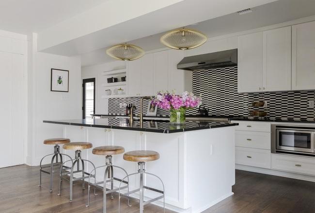 Căn bếp đen - trắng vừa đẹp vừa sang lại luôn gọn gàng ngăn nắp - Ảnh 4.