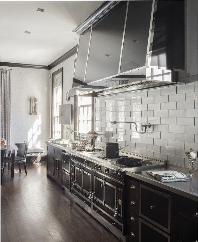 Căn bếp đen - trắng vừa đẹp vừa sang lại luôn gọn gàng ngăn nắp - Ảnh 15.