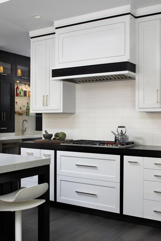 Căn bếp đen - trắng vừa đẹp vừa sang lại luôn gọn gàng ngăn nắp - Ảnh 17.