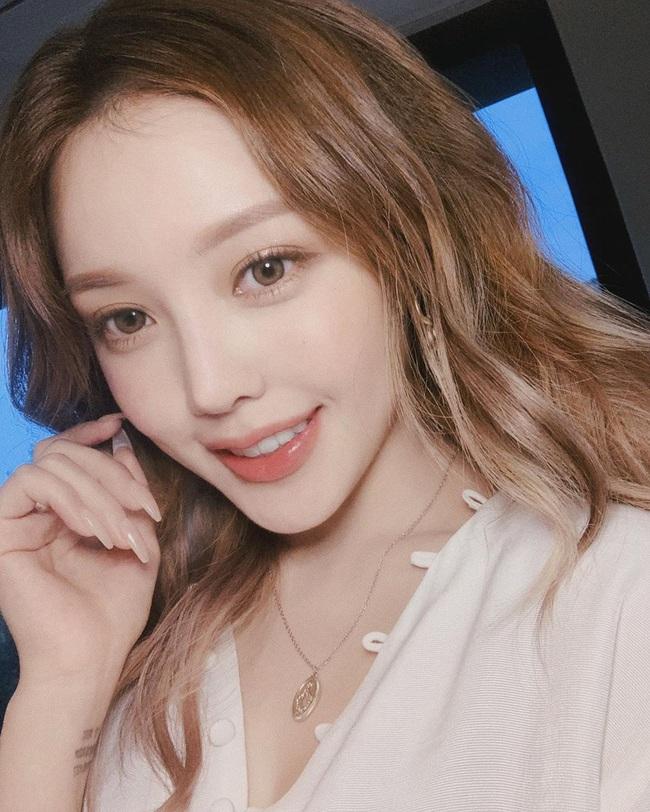 Ngoài son môi, chuyên gia make up chỉ ra 3 điểm nhấn nhá phấn son giúp bạn trẻ ra đến cả chục tuổi - Ảnh 3.