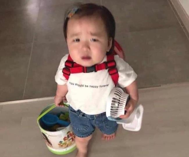Sáng nào cũng bị bố mẹ gọi dậy đi học, cô bé mầm non có hành động phản kháng quyết liệt khiến dân tình cười nắc nẻ - Ảnh 1.