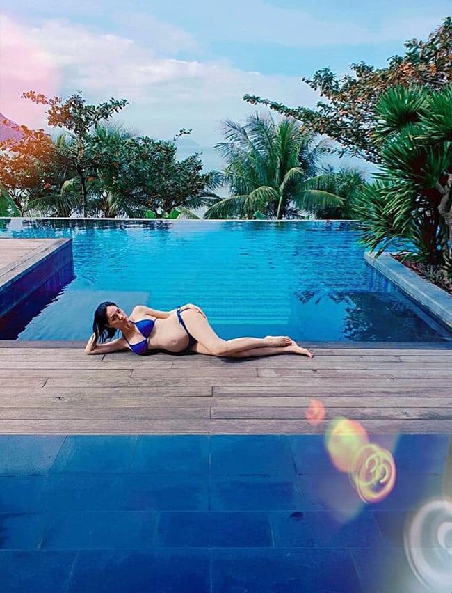 """Mang bầu lần 3, Di Băng khoe loạt ảnh diện bikini ở tháng thứ 6 thai kỳ """"đốt mắt"""" người nhìn - Ảnh 7."""