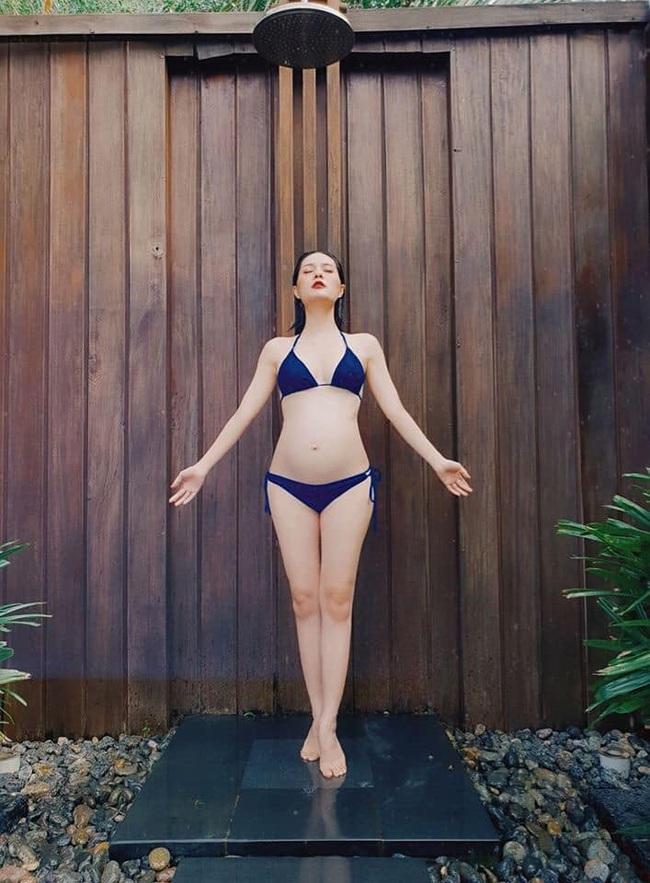 """Mang bầu lần 3, Di Băng khoe loạt ảnh diện bikini ở tháng thứ 6 thai kỳ """"đốt mắt"""" người nhìn - Ảnh 8."""