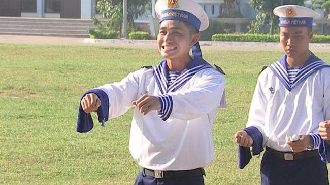 """""""Sao nhập ngũ"""": Huy Khánh sướng rơn vì được cầm súng bắn đạn thật, thỏa ước mơ làm bộ đội - Ảnh 6."""